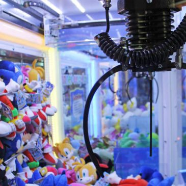 Play the Claw Machine Game Online UK and Win Interesting Prizes
